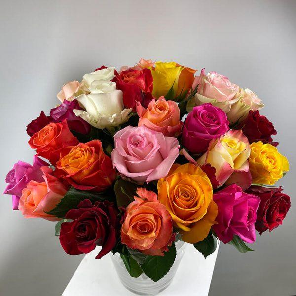Rosenstrauss in starken Farben